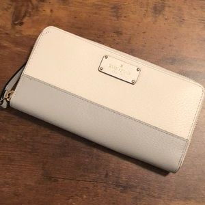 NEW! Kate Spade zippered wallet